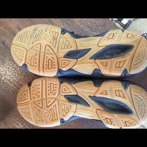 Mizuno Shoes - Youth Mizuno Volleyball Shoes Sz 4